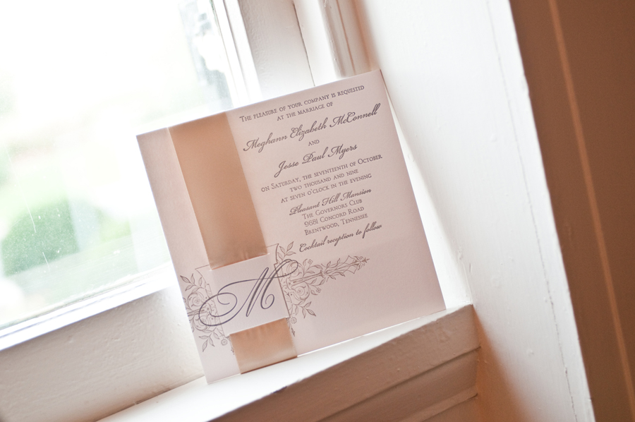You will also find several wedding invitations samples pictured in this